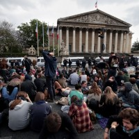 """Geoffroy est venu nous parler de : """"mouvement des places et politique contemporaine : critiques internes au mouvement Nuit Debout"""""""
