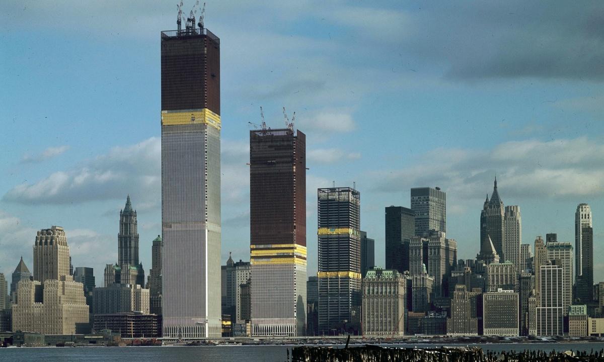 Christophe vient nous parler du rapport de l'architecture à la cité : le cas du gratte-ciel des origines à 2001